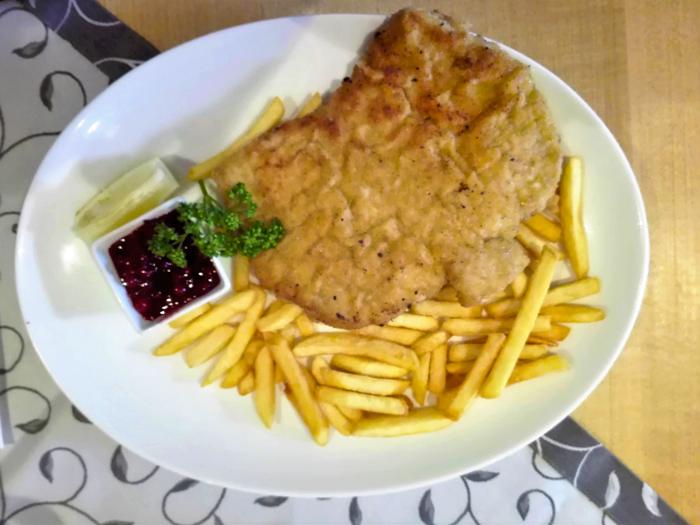 El-castillo-de-Tratzberg-restaurante-gastronomia-tirolesa-donviajon-turismo-cultural-castillos-medievales-Jenbach-Tirol-Austria