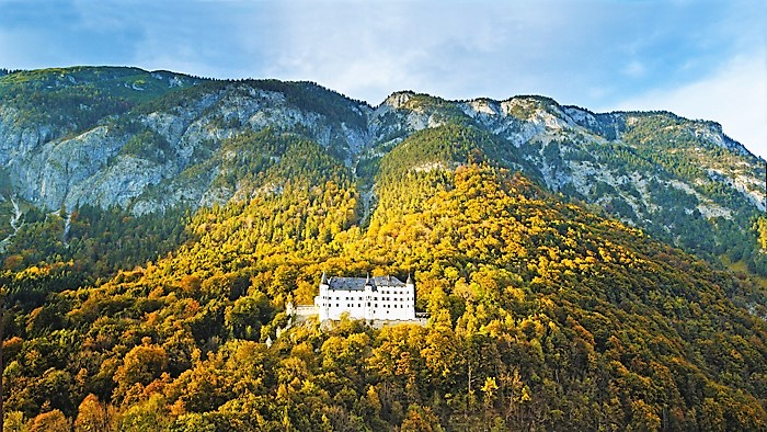 El-Castillo-de-Tratzberg-turismo-en-el-Karwendel-Jenbach-Tirol-Austria