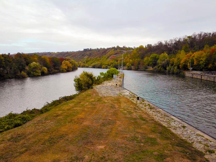 Besigheim-desembocadura-del-rio-enz-en-el-rio-neckar-don-viajon-turismo-aventura-naturaleza-ruta-del-vino-baden-wurttembreg-alemania