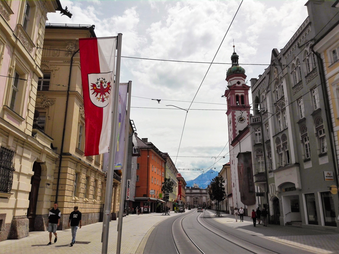 Innsbruck-calle-Maria-Teresa-don-viajon-centro-historico-turismo-Tirol-Austria
