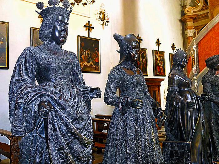 Innsbruck-Hofkirche-don-viajon-tumba-vacia-arte-funebre-turismo-Tirol-Austria