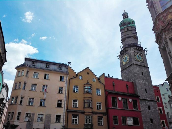 Innsbruck-plaza-del-ayuntamiento-torre-medieval-don-viajon-turismo-Tirol-Austria