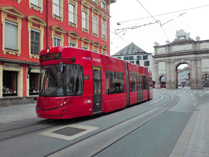 Innsbruck-tranvia-don-viajon-turismo-recreativo-Alpes-Tirol-Austria