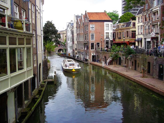 Canales-de-Utrecht-don-viajon-turismo-urbano-paseo-en-bote-Holanda