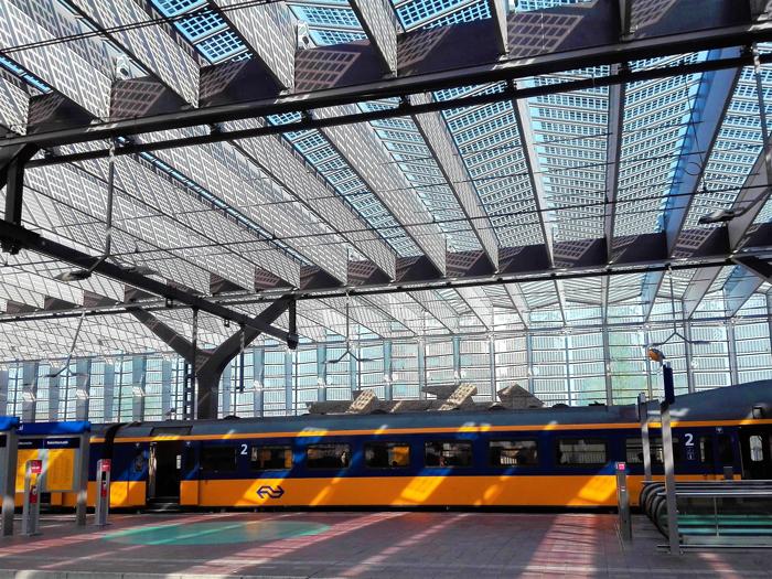 Estacion-central-de-trenes-Roterdam-don-viajon-turismo-urbano-cultural-Paises-Bajos