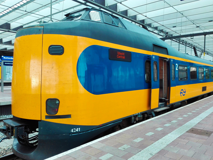 Estacion-central-de-trenes-Utrecht-don-viajon-turismo-sostenible-en-trenes-holandeses-Paises-Bajos