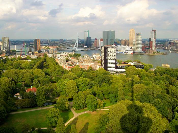 Euromast-torre-de-observacion-don-viajon-turismo-recreativo-puerto-fluvial-Roterdam-Holanda