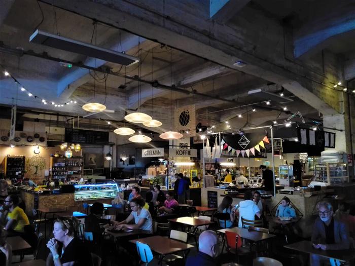 Fenix-Food-Factory-don-viajon-plaza-gastronomica-turismo-urbano-Roterdam-Holanda