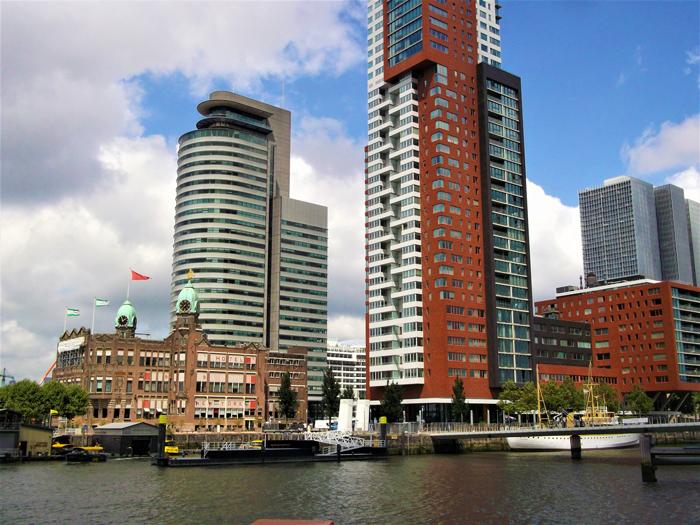 Kop-van-zuid-don-viajon-centro-financiero-turismo-urbano-Roterdam-Paises-Bajos