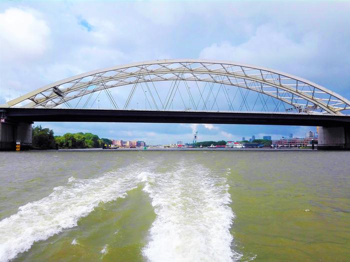 rio-nuevo-mosa-don-viajon--turismo-aventura-en-barco-Roterdam-Paises-Bajos