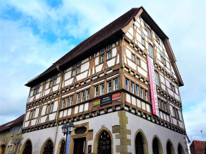 Eppingen-vieja-universidad-don-viajon-casas-medievales-de-madera-turismo-Baden-Wurttemberg-Alemania