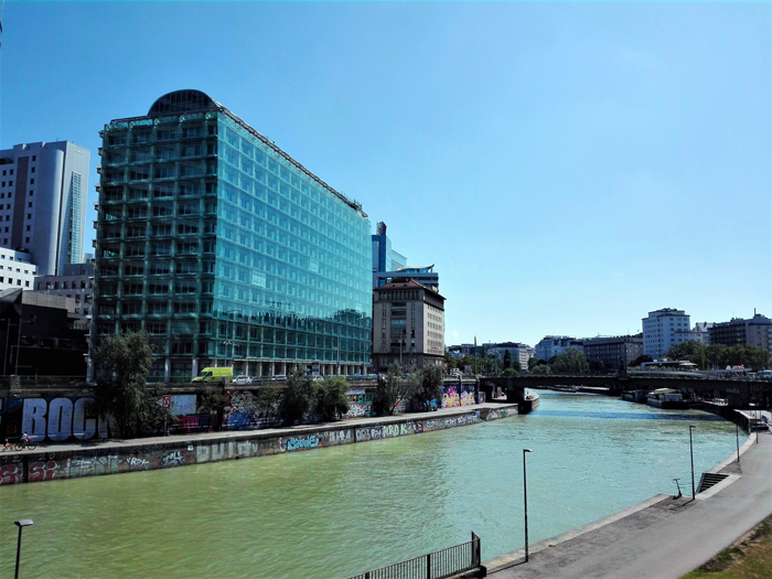 Canal-del-Danubio-don-viajon-turismo-urbano-cultural-aventura-en-Viena-Austria
