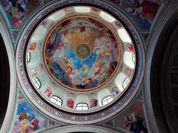 Catedral-San-Juan-Evangelista-Eger-don-viajon-turismo-urbano-cultural-arte-barroco-aventura-Hungria
