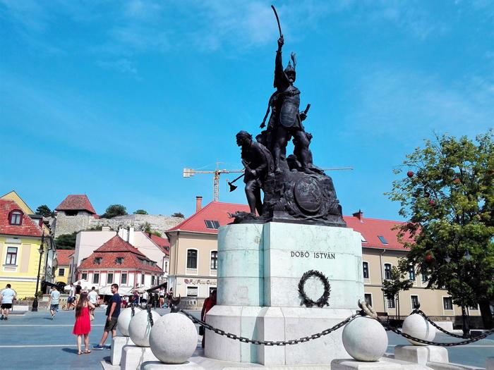Eger-ciudad-medieval-don-viajon-turismo-urbano-cultural-gastronomico-aventura-verano-Hungria