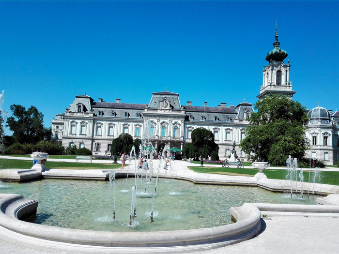 Kezstheny-ciudad-barroca-palacio-real-don-viajon-turismo-urbano-cultural-arte-aventura-Hungria