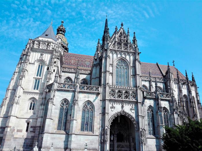 Kosice-catedral-de-santa-Isabel-don-viajon-turismo-urbano-cultural-gastronomico-arte-gotico-senderismo-Eslovaquia