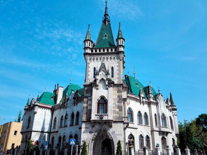 Kosice-palacio-gotico-don-viajon-turismo-urbano-cultural-senderismo-arte-barroco-Eslovaquia
