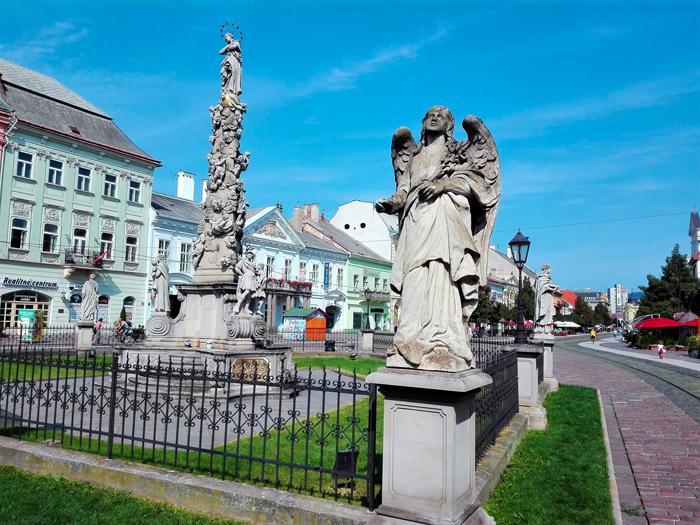 Kosice-plaza-del-Ayuntamiento-don-viajon-turismo-urbano-arte-barroco-gotico-senderismo-gastronomia-Eslovaquia
