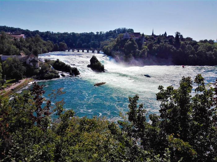 la-catarata-del-rio-rin-don-viajon-turismo-rural-senderismo-naturaleza-aventura-Rheinfalls-Neuhausen-Suiza
