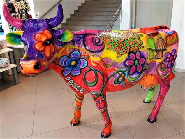 La-vaca-colorida-don-viajon-turismo-urbano-cultural-arte-aventura-Schaffhausen-Suiza