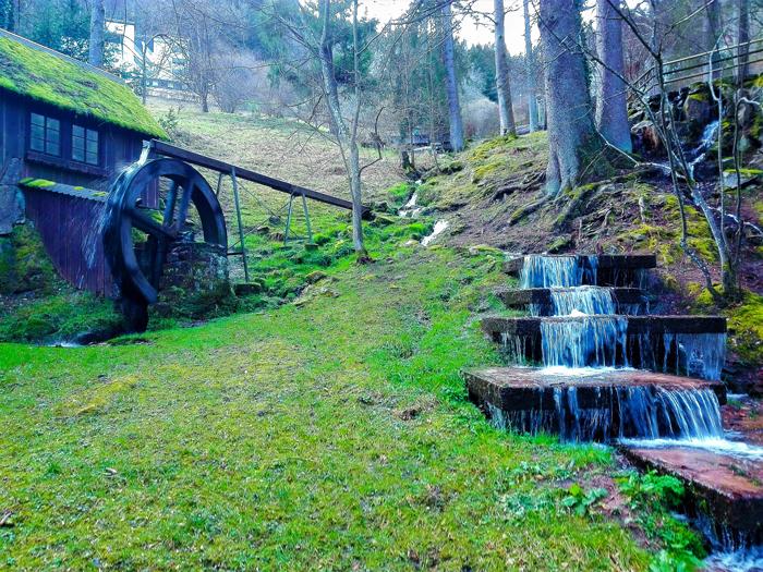 Bad-Wildbad-parque-de-la-sanacion-don-viajon-turismo-curativo-naturaleza-senderismo-Selva-Negra-Baden-Wurttemberg-Alemania