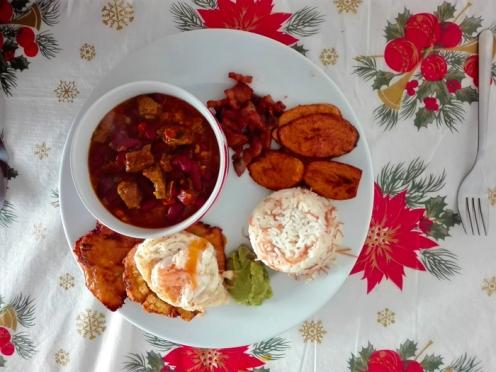Bandeja-paisa-gastronomia-colombiana-don-viajon-turismo-urbano-cultural-aventura-Pforzheim-Alemania