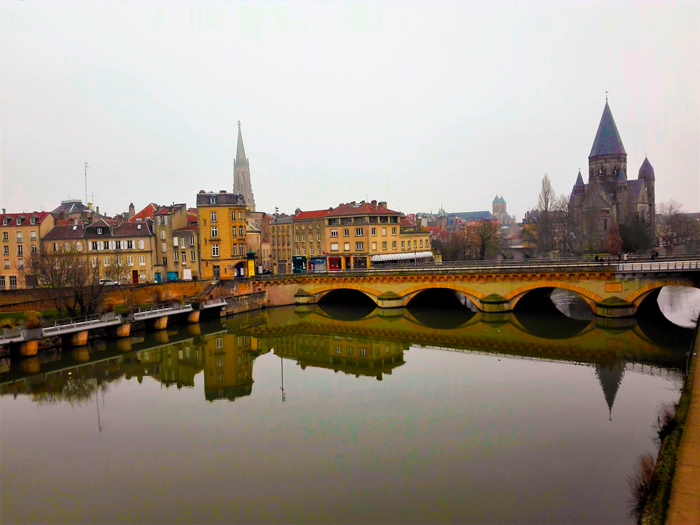 Metz-rio-Mosela-don-viajon-turismo-cultural-senderismo-urbano-aventura-Gran-Este-Francia