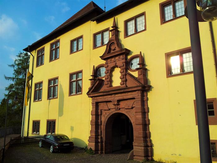 Neuenbuerg-castillo-medieval-don-viajon-turismo-rural-cultural-recreativo-senderismo-Selva-Negra-Valle-del-rio-Enz-Alemania