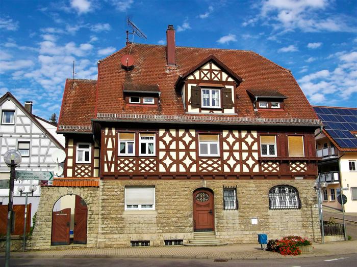 Unterriexingen-valle-del-rio-Enz-don-viajon-turismo-urbano-cultural-ruta-del-vino-Baden-Wurttemberg-Alemania