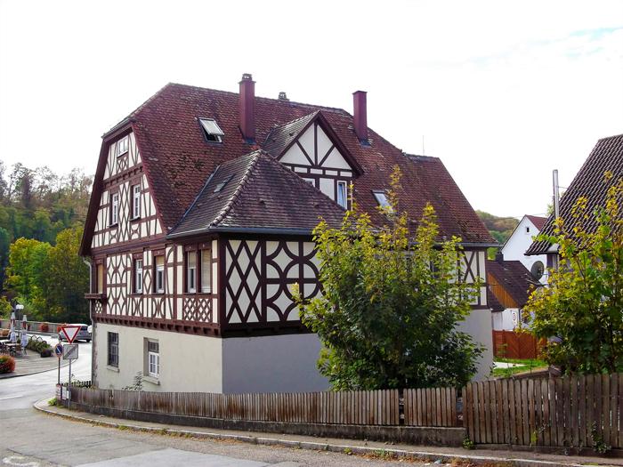 Unterriexingen-valle-del-rio-Enz-don-viajon-turismo-urbano-recreativo-etnologico-gastronomico-Baden-Wurttemberg-Alemania