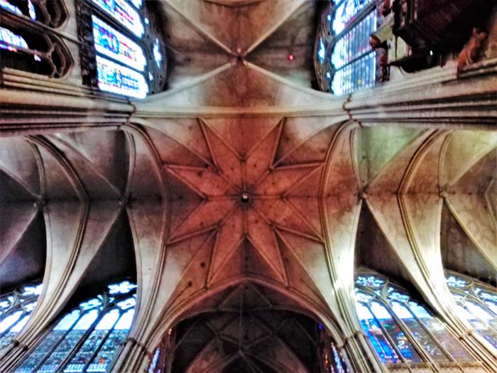 Metz-ciudad-medieva-crucero-catedral-gotica-San-Etienne-don-viajon-turismo-cultural-urbano-Lorena-Francia