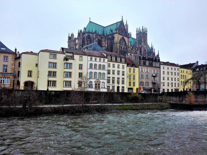 Metz-rio-Mosela-don-viajon-turismo-gastronomico-urbano-vacaciones-Lorena-Francia
