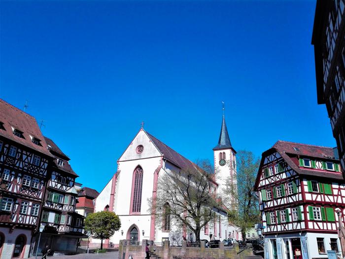 Mosbach-iglesia-de-santa-Juliana-don-viajon-turismo-urbano-cultural-recreativo-casas-entramado-de-madera-Alemania