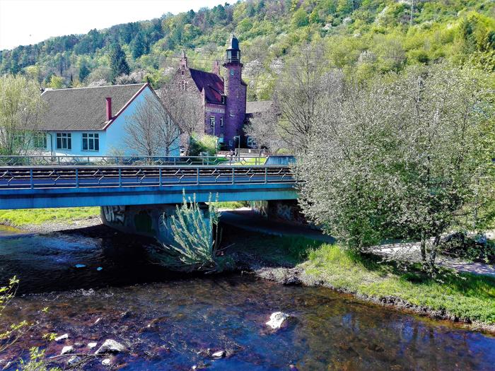 Mosbach-valle-del-rio-Elz-don-viajon-turismo-urbano-recreativo-senderismo-naturaleza-distrito-de-Neckar-Odenwald-Alemania
