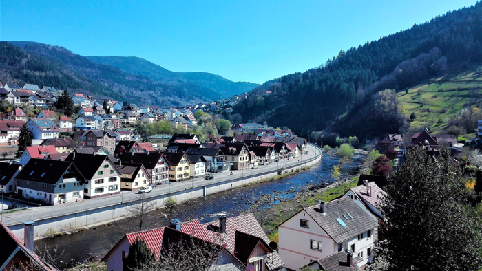 Weisenbach-Murg-don-viajon-turismo-sostenible-recreativo-aventura-Selva-Negra-Baden-Wurttemberg-Alemania